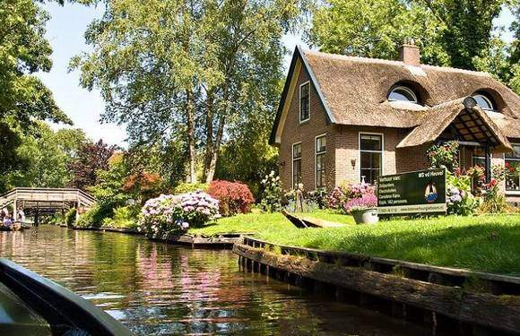 Giethoorn Tour - Amsterdam Welcome