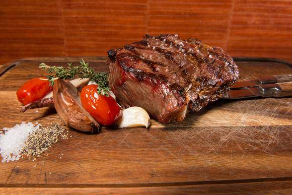 Tournedos op plank Black & Blue Amsterdam WElcome