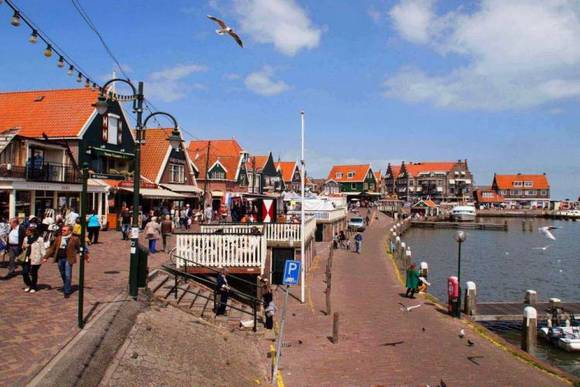Day Tour Volendam - Amsterdam Welcome